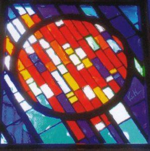 「全き愛」を表徴するステンドグラス 三浦啓子 作